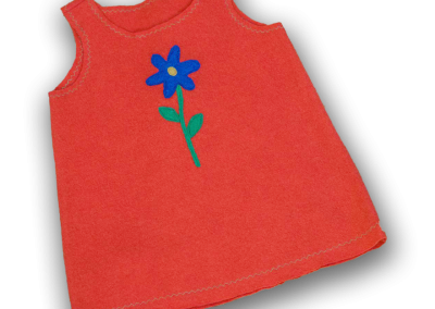 geigenberg - kleid aus walkloden - rot mit blume