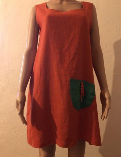 geigenberg - leinenkleid - orange mit grüner tasche